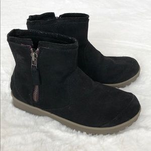 Sorel Shoes - Sorel boots...size 8...like new!!